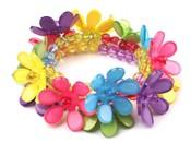 Náramek plastový s květy pružný (1 ks)