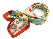 Saténový šátek 90x90 cm s květinovým potiskem