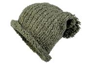 Pletená čepice s bambulí